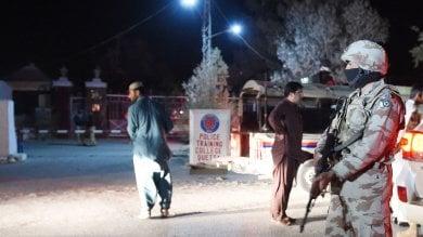Pakistan, attacco alla scuola di polizia oltre 60 vittime, decine i feriti   foto   -  video