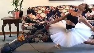 Spolverare a passo di danza  Le faccende di casa sulle punte