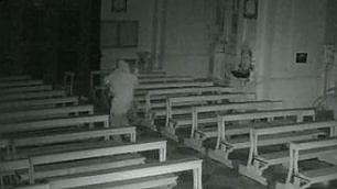 Ladri-vandali in chiesa Il video che li ha incastrati