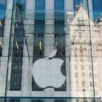 Borse deboli, ma il petrolio recupera terreno. Delusione Apple, cala la fiducia dei...