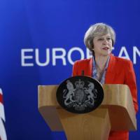 """Brexit, il leak del premier May imbarazza il governo: """"Uscita è un rischio per la Gran..."""