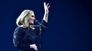 """L'endorsement di Adele per Hillary """"La adoro, non votate per Trump"""""""