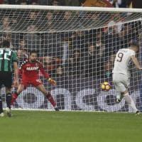 Sassuolo-Roma 1-3: Dzeko trascinatore, giallorossi soli al secondo posto