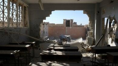 Siria, raid aereo su una scuola a Idlib: uccisi 22 bambini e sei insegnanti   video