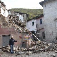 """Terremoto, nella notte piogge torrenziali e sciame sismico. Protezione civile: """"Migliaia..."""