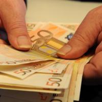 Stipendi fermi a settembre, ma l'inflazione in ribasso aiuta le famiglie