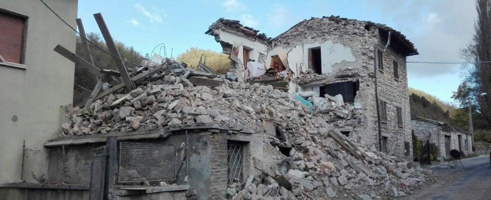 """Terremoto, ancora scosse. Protezione civile: """"Migliaia di sfollati, ma andranno in hotel"""""""