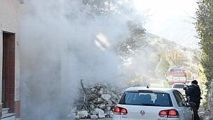 Crolla palazzo in diretta Vigili e reporter in fuga   di FRANCESCO GIOVANNETTI