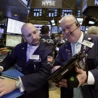 Pioggia di vendite sui titoli di Stato, Borse in rosso. Delude il Pil francese