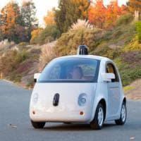 La Google Car accelera, presto sarà una società autonoma