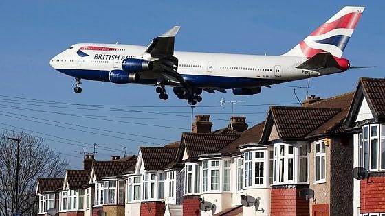 Brexit: il 25% degli europei pronti a lasciare Londra e il governo corre ai ripari