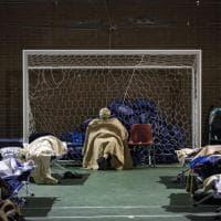Terremoto Centro Italia, Camerino: la seconda notte degli sfollati nel palazzetto dello sport