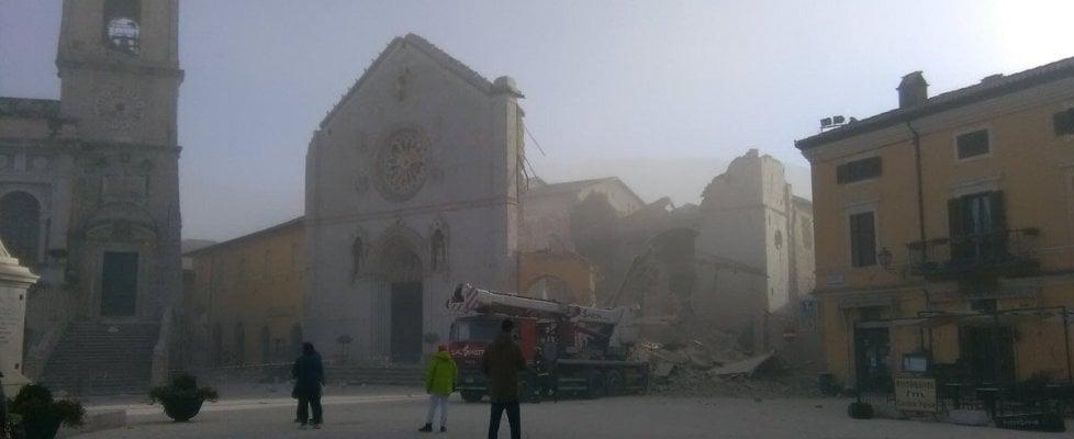 """Nuovo fortissimo sisma in Centro Italia: magnitudo 6,5. Epicentro tra Norcia e Preci. Sindaco Castelsantangelo: """"Si è aperta la terra"""""""