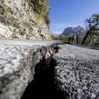 Terremoto Centro Italia, le strade squarciate dalla scossa