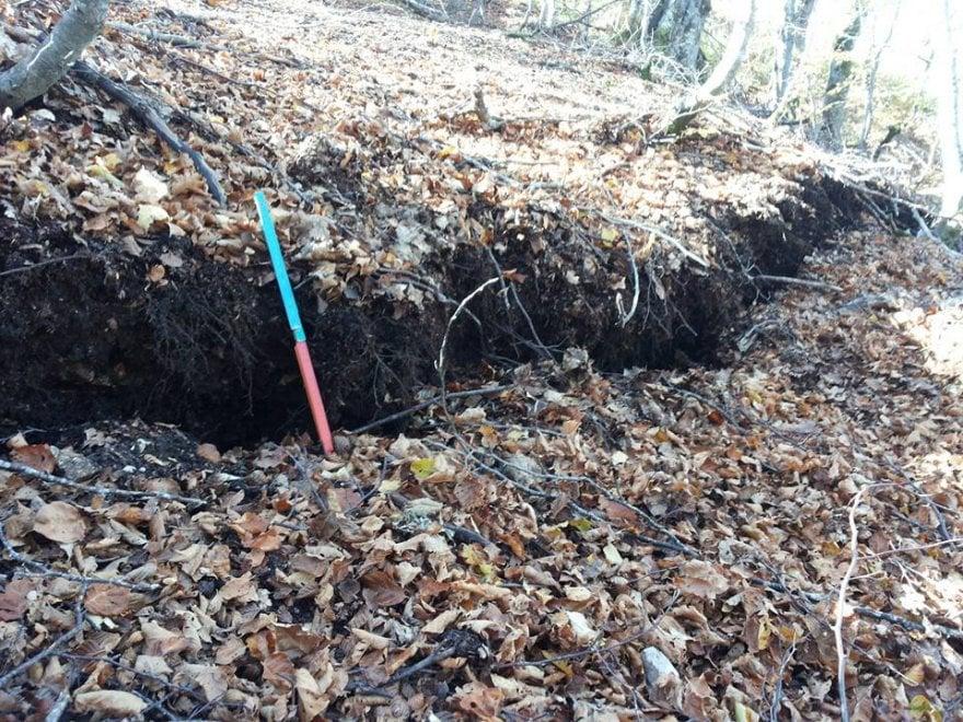 Terremoto, suolo abbassato di 70 cm. Geologo su Fb: ''Fagliazione si estende per chilometri''