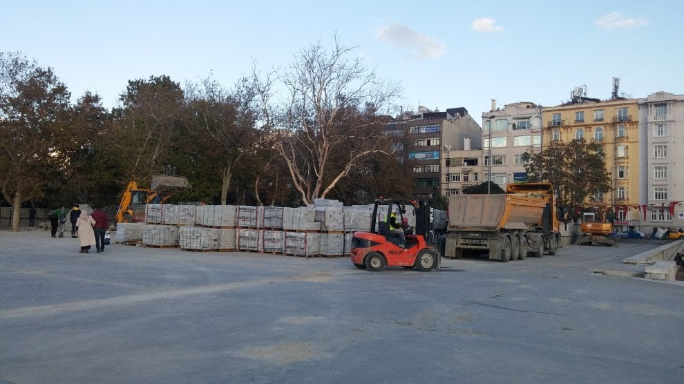 Istanbul, le ruspe a Gezi Park: caserma e moschea al posto dei giardini