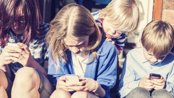 Smartphone e tablet, più accessi in rete dei pc: la rivoluzione di ottobre è mobile