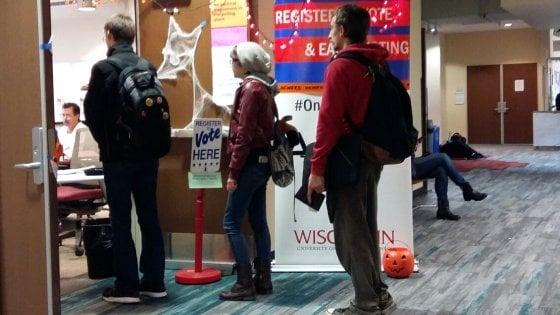 Elezioni Usa, i Millennials alle urne per la prima volta: lunghe file e pizza