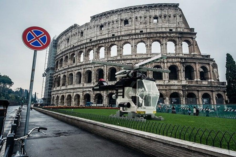 I mattoncini Lego 'invadono' Roma: elicotteri, auto e tram nelle strade della Capitale