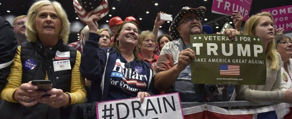 """Trump in Iowa: """"Vi restituirò i posti in fabbrica"""""""