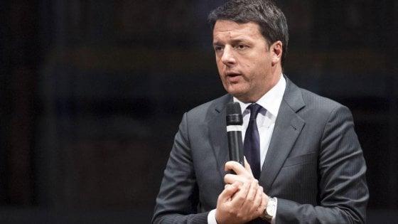 """""""Tutte tranne il disabile su Facebook"""". Scivolone dello staff, polemica social su Renzi"""