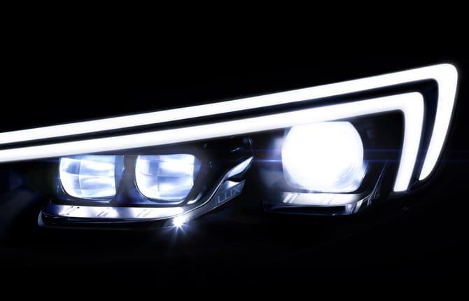 Fari anteriori IntelliLux LED, il debutto sulla nuova Insignia