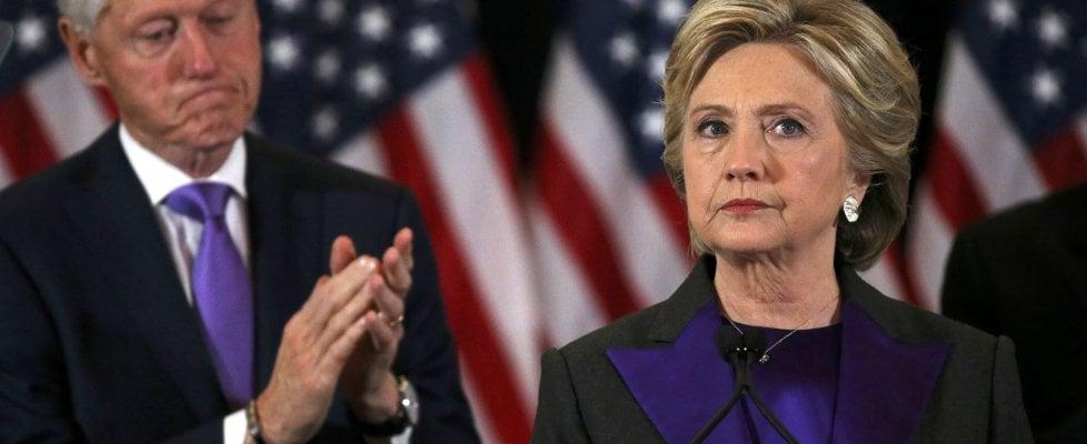 """Usa, Hillary saluta e dice a donne e bambine: """"Non vi scoraggiate"""". Obama: """"Lascio America migliore di otto anni fa, ora unità"""""""