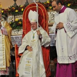 """Il vescovo di Locri restituisce l'offerta: """"Sono soldi sporchi"""""""