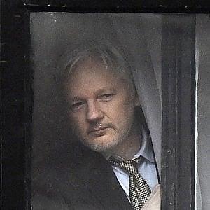 WikiLeaks, Assange interrogato dai giudici svedesi per l'accusa di stupro del 2012