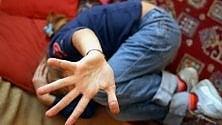 Violenza sui bambini  la diagnosi precoce  li può salvare.  In Italia ancora pochi  i centri specializzati  di AGNESE ANANASSO