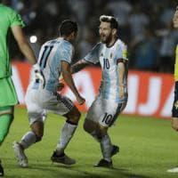 Messi dà spettacolo, Argentina batte Colombia 3-0. E passa la paura