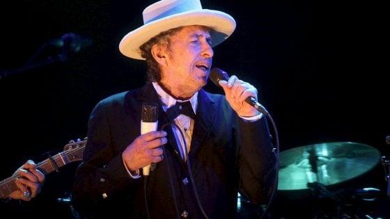 """Bob Dylan non andrà a ritirare il Nobel: """"Occupato in precedenti impegni"""""""