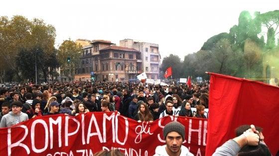 Scuola, gli studenti tornano in piazza contro il governo