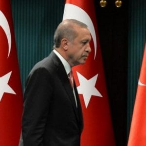 Turchia,  proteste contro l'Akp di Erdogan per la norma che legittima le 'spose bambine'