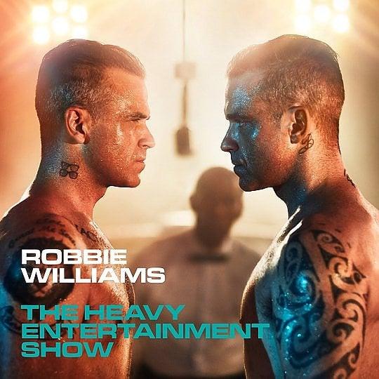 Robbie Williams, la faccia tosta di una popstar d'altri tempi