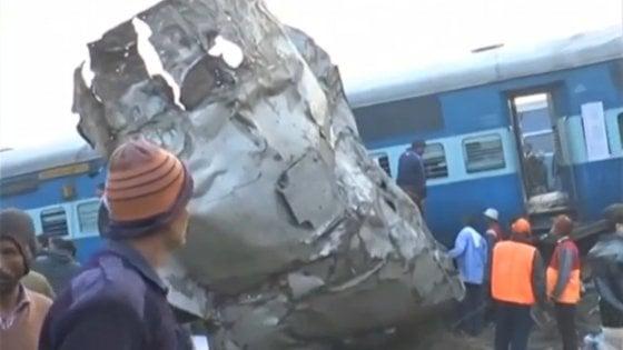 India, deraglia un treno: più di 60 morti, 150 feriti