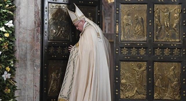 """Giubileo, si chiude l'ultima Porta Santa   video   Francesco: """"Chiesa resti aperta al perdono"""""""