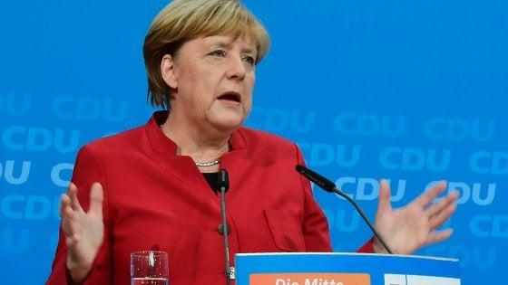 """Germania, Merkel: """"Mi ricandido per difendere i valori della democrazia"""""""