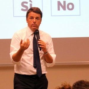 """Referendum, sul Financial Times: """"Italia fuori dall'euro se vince il No"""". Ma gli osservatori economici sono divisi"""