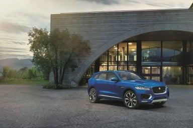 Jaguar F-Pace, le donne la incoronano auto dell'anno