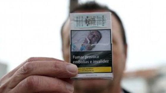 """Foto shock sulle sigarette, molte denunce: """"Quello sono io"""". La Commissione Ue: """"Si sbagliano"""""""