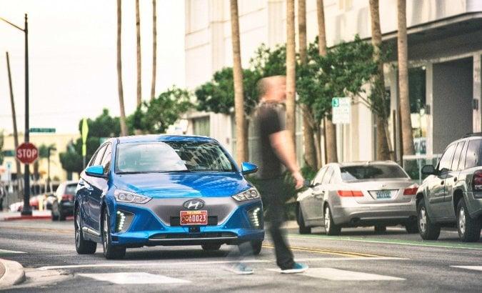 Hyundai Ioniq, show a guida autonoma