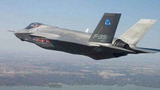 Spese militari: quei 64 milioni al giorno per caccia, missili e portaerei