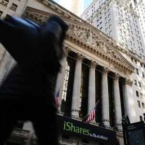 Borse deboli, Milano tiene nonostante le banche. Spread a 186, euro al minimo del 2016