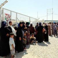Iraq, si combatte attorno a Mosul e la gente fugge in massa