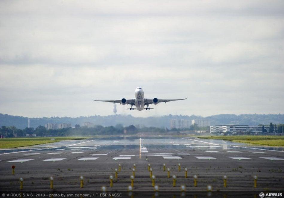 Il primo volo dell'Airbus A350-1000, il bimotore dei record