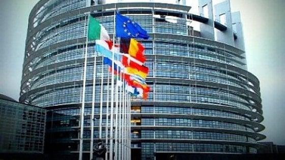"""Turchia, parlamento Ue: sospendere negoziati adesione: """"Attenta a libertà fondamentali"""""""