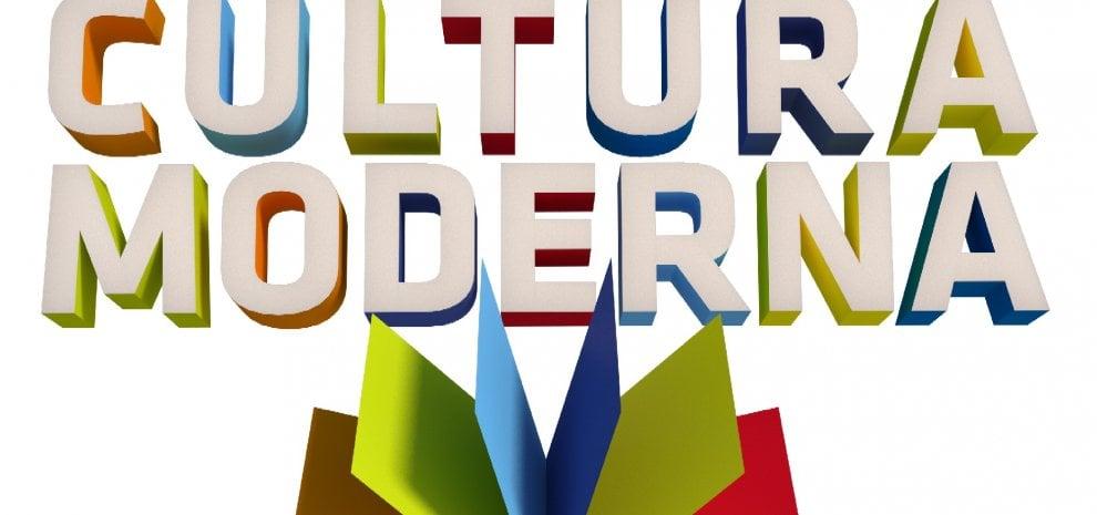 """'Cultura moderna', Ricci contro 'Striscia', conduce Mammucari: """"Un vero godimento"""""""