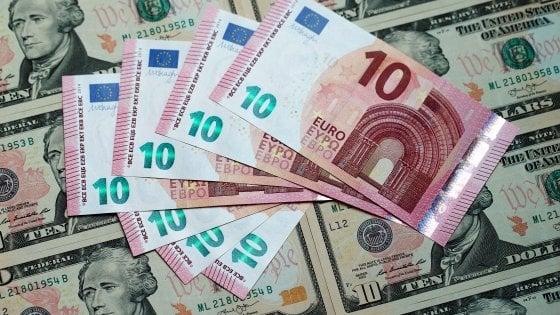 L'oro si deprime con il dollaro forte. Mercati europei in cauto rialzo