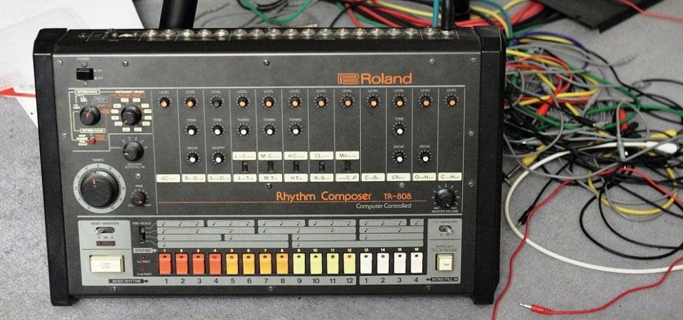 Roland TR–808, un film sulla drum machine: dai Beastie Boys a Pharrell, è rivoluzione